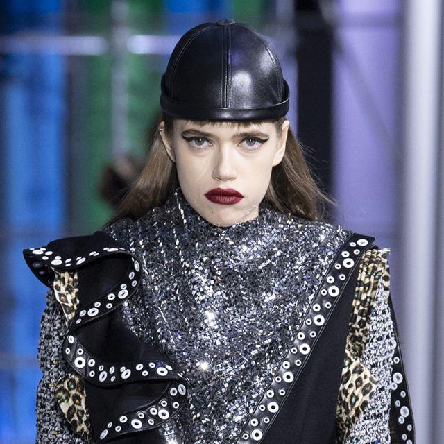 Fashion, Street fashion, Fashion model, Beauty, Fashion design, Haute couture, Fashion show, Model, Eyewear, Black hair,