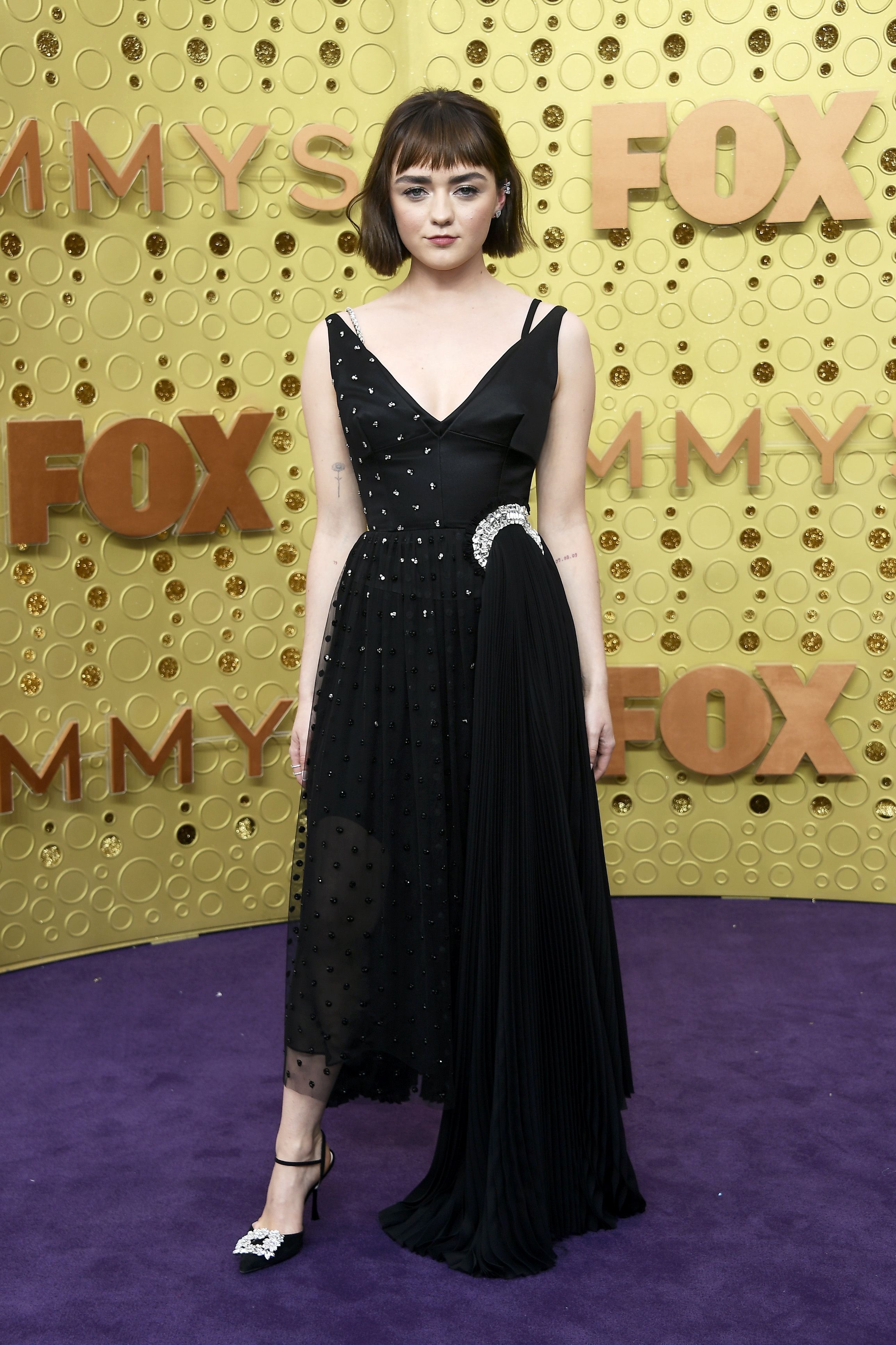 Maisie Williams Dyed and Cut Her Hair For the Emmys Red Carpet
