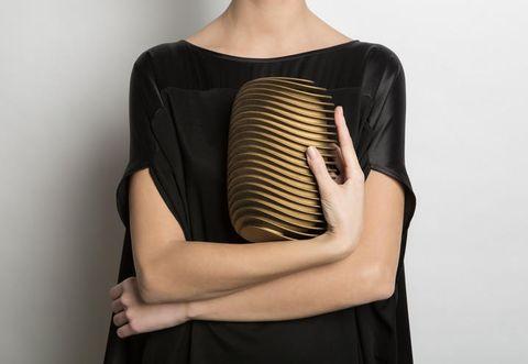Sleeve, Shoulder, Joint, Standing, Elbow, Waist, Fashion, Neck, Black, Back,