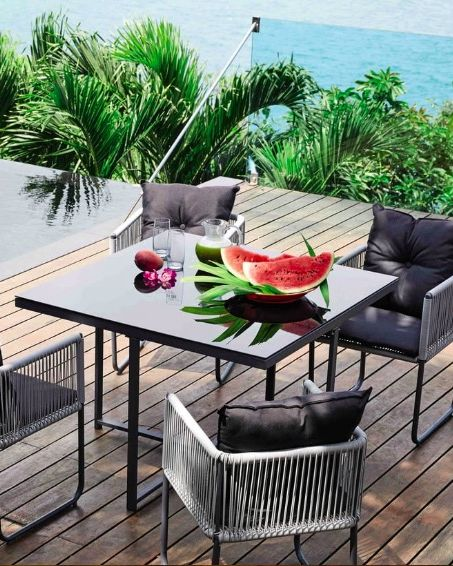 Swann Resin Garden Table + 4 Chairs, Maisons du Monde