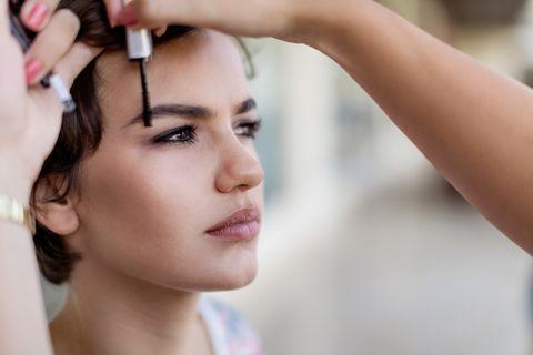 Make-up artist workin goon eyebrows