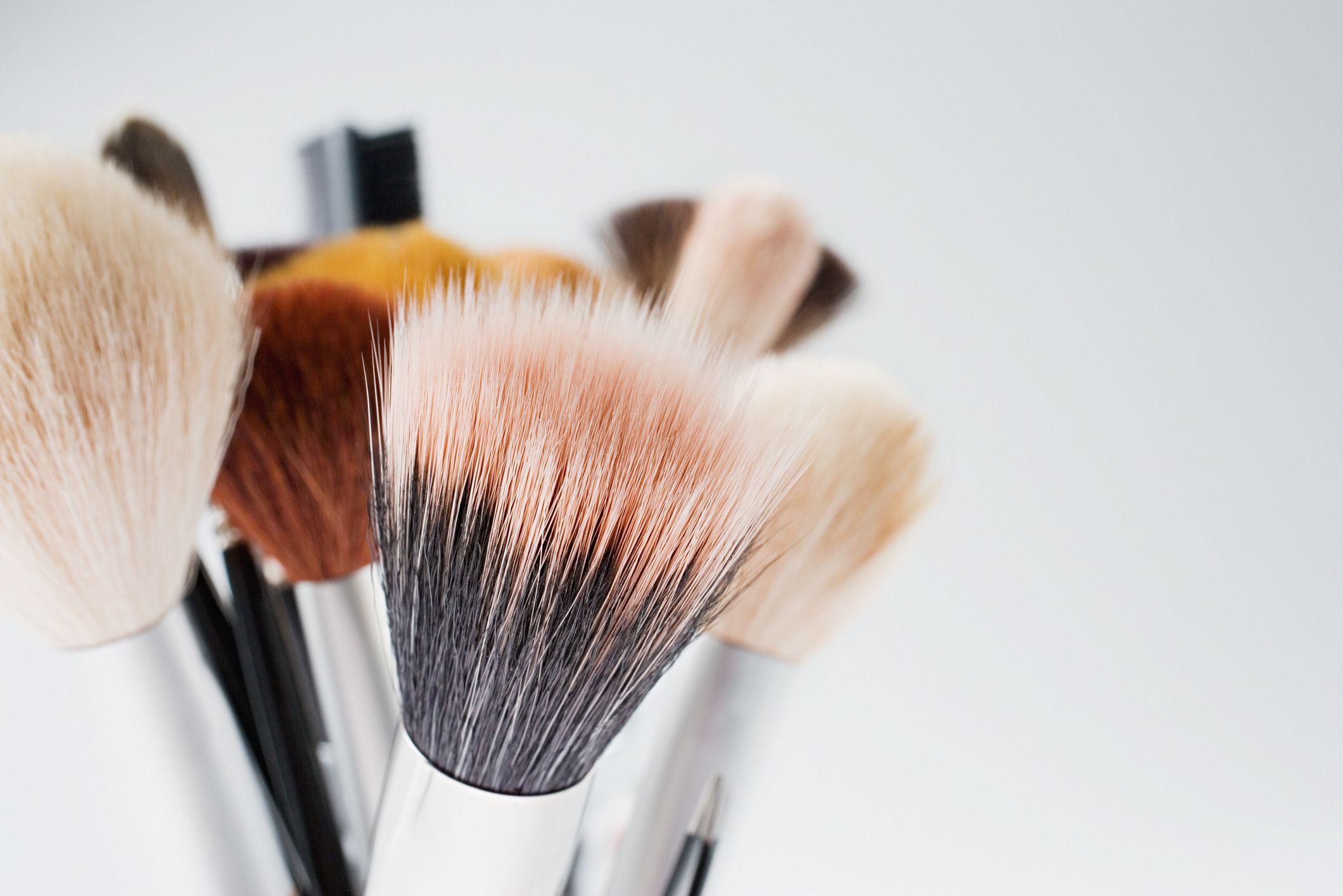 Tips Mencuci Brush dan Sponge Make Up