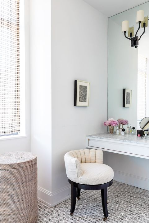 floating makeup vanity with thin drawer and mirrored wall