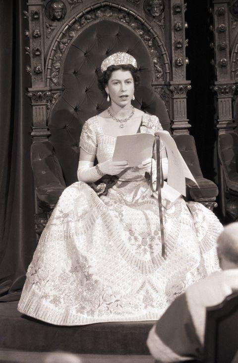 Meghan Markle\'s Wedding Dress Paid Tribute to Queen Elizabeth II\'s ...