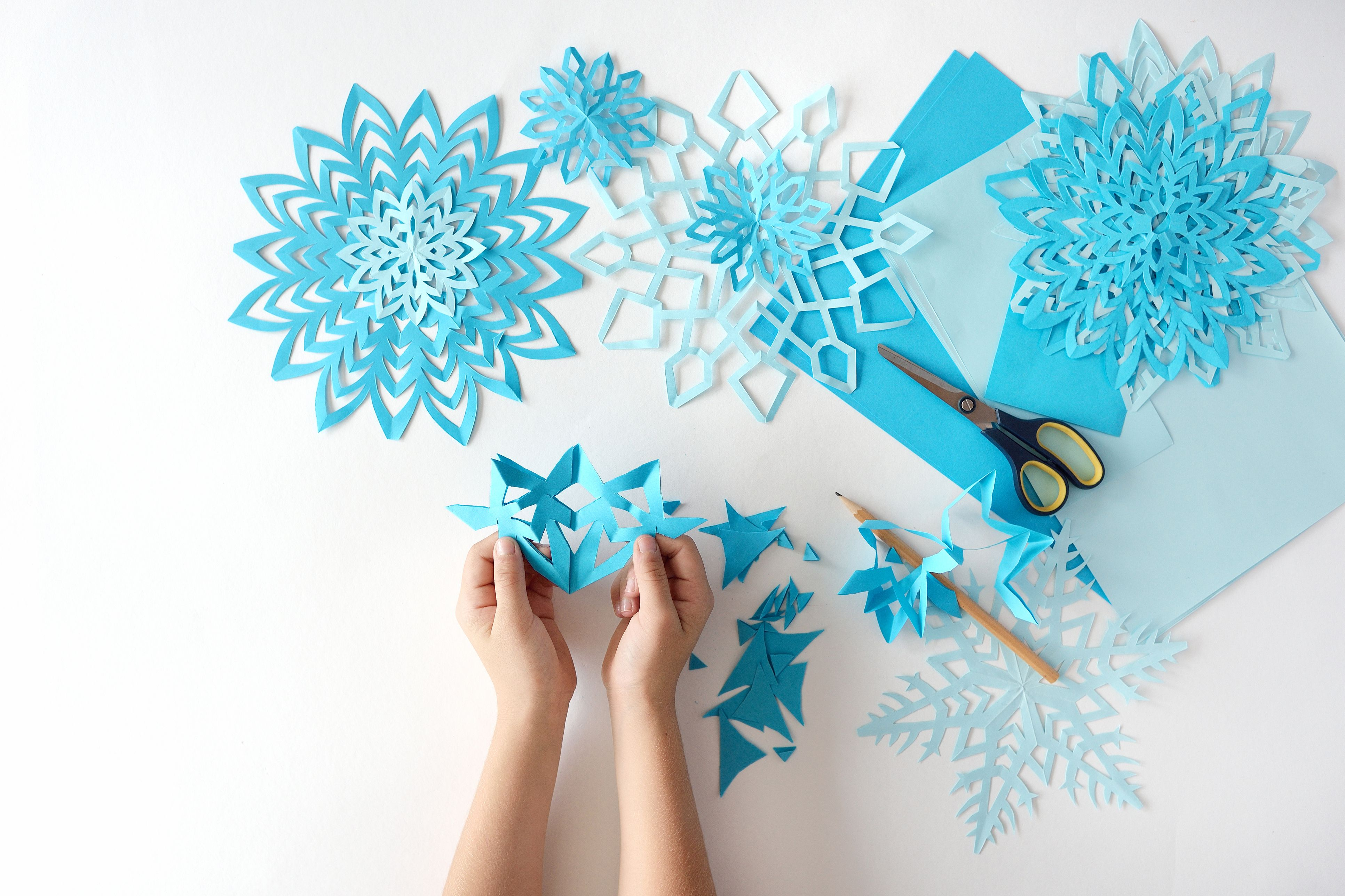 The Idiot Proof Guide To DIY-ing Paper Snowflakes