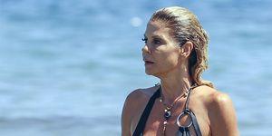Makoke en bikini en la playa