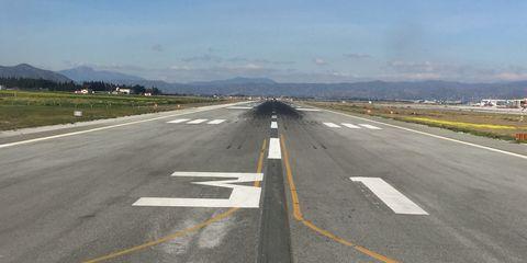 Road, Highway, Runway, Lane, Asphalt, Infrastructure, Freeway, Thoroughfare, Line, Road surface,