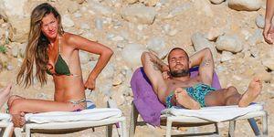 Malena Costa y Mario Suárez disfrutan de las playas de Ibiza