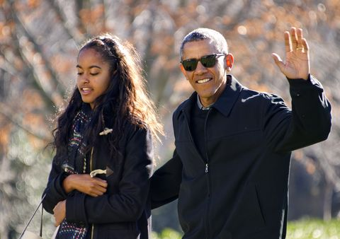 washington, dc   january 3 afp out us president barack obama waves to the assembled press as he walks with his daughter malia on his familys return to the south lawn of the white house january 3, 2016 in washington, dc the first family is returning from their two week hawaiian vacation photo by ron sachs poolgetty images