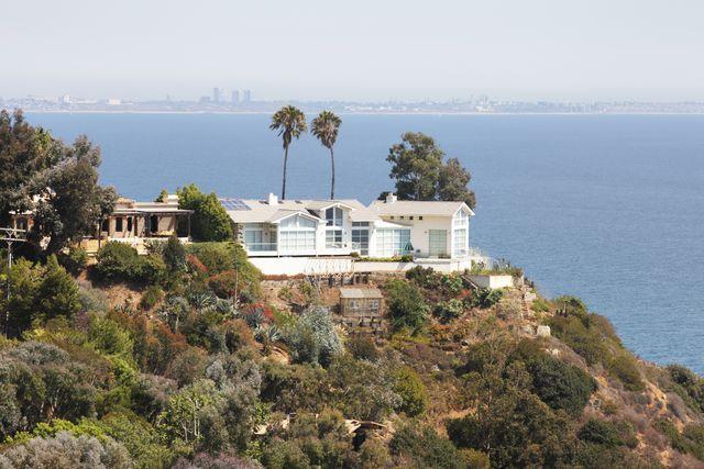 malibu homes coastal bluff