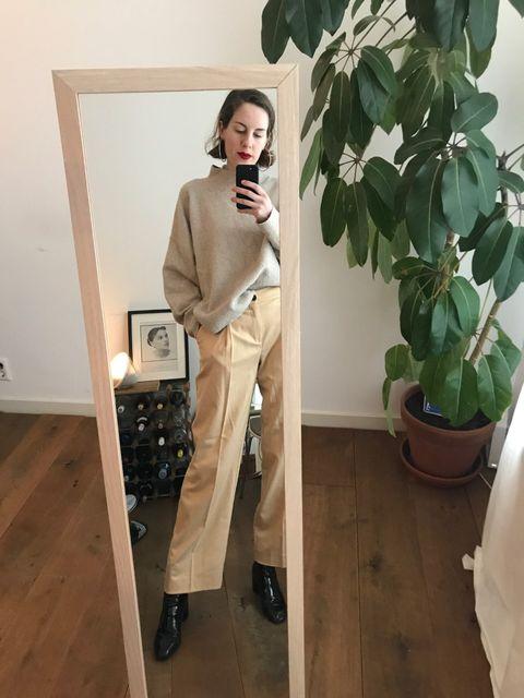 ELLE's OOTD,Wollen trui, zwarte lakleren enkellaarsjes, beige pantalon