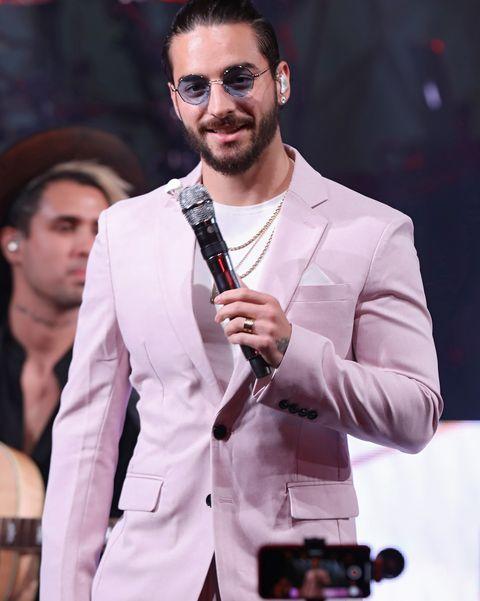 hombres traje rosa