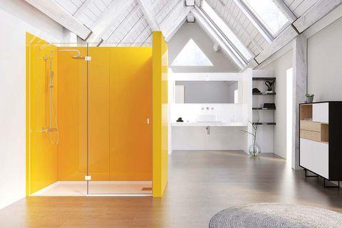 ducha en cabina de color naranja