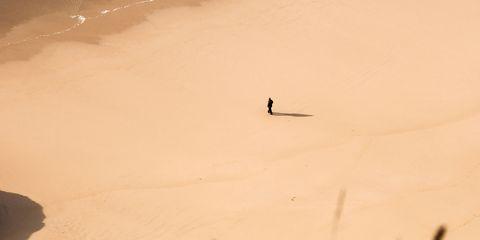 Sand, Natural environment, Landscape, Dune, Desert, Aeolian landform, Sky, Geological phenomenon, Sandboarding, Beige,