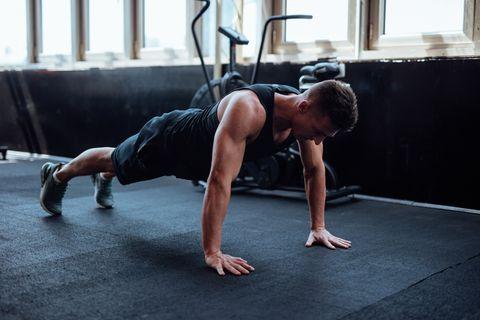 ejercicios caseros para el pecho y la espalda