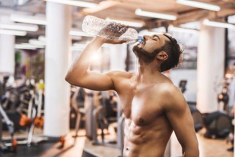los mejores ejercicios con botellas de agua