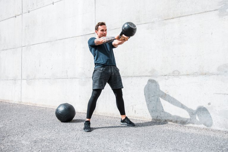 5 exercicios que podem ser feitos com Kettlebell