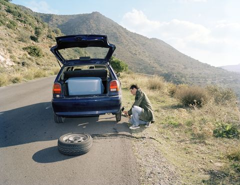 How To Change a Flat Tire: A Step-By-Step Guide