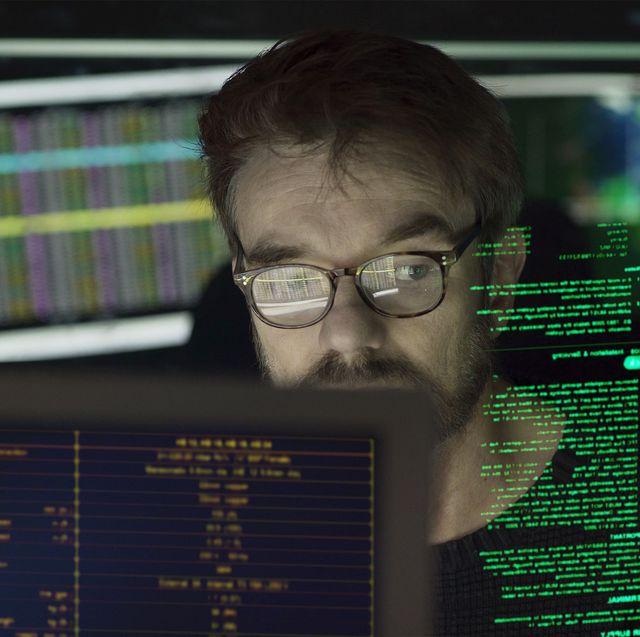 man multi monitors