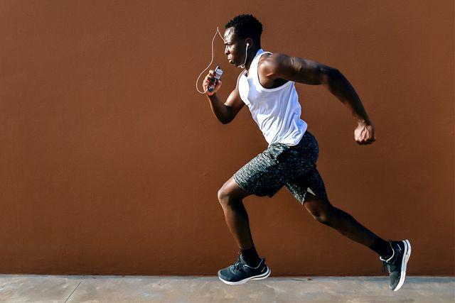 Human body, Human leg, Shoe, Joint, Elbow, Sportswear, Jersey, Athletic shoe, T-shirt, Knee,
