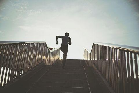 Man Running On Steps Against Sky, steken, zij, zijsteken