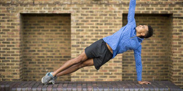 runner haciendo yoga