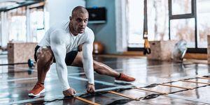 カイザー 筋トレ,トレーニング,    レジスタンスバンド, 効果,    筋トレ バリエーション,ワークアウト, フィットネス, Men's Health,メンズヘルス,レジスタンスバンド,    空気圧トレーニング,    筋トレ 停滞,