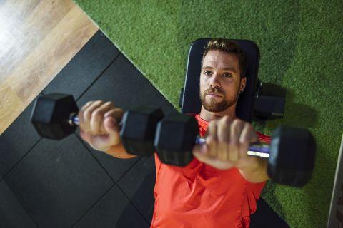 los mejores ejercicios en casa con mancuernas