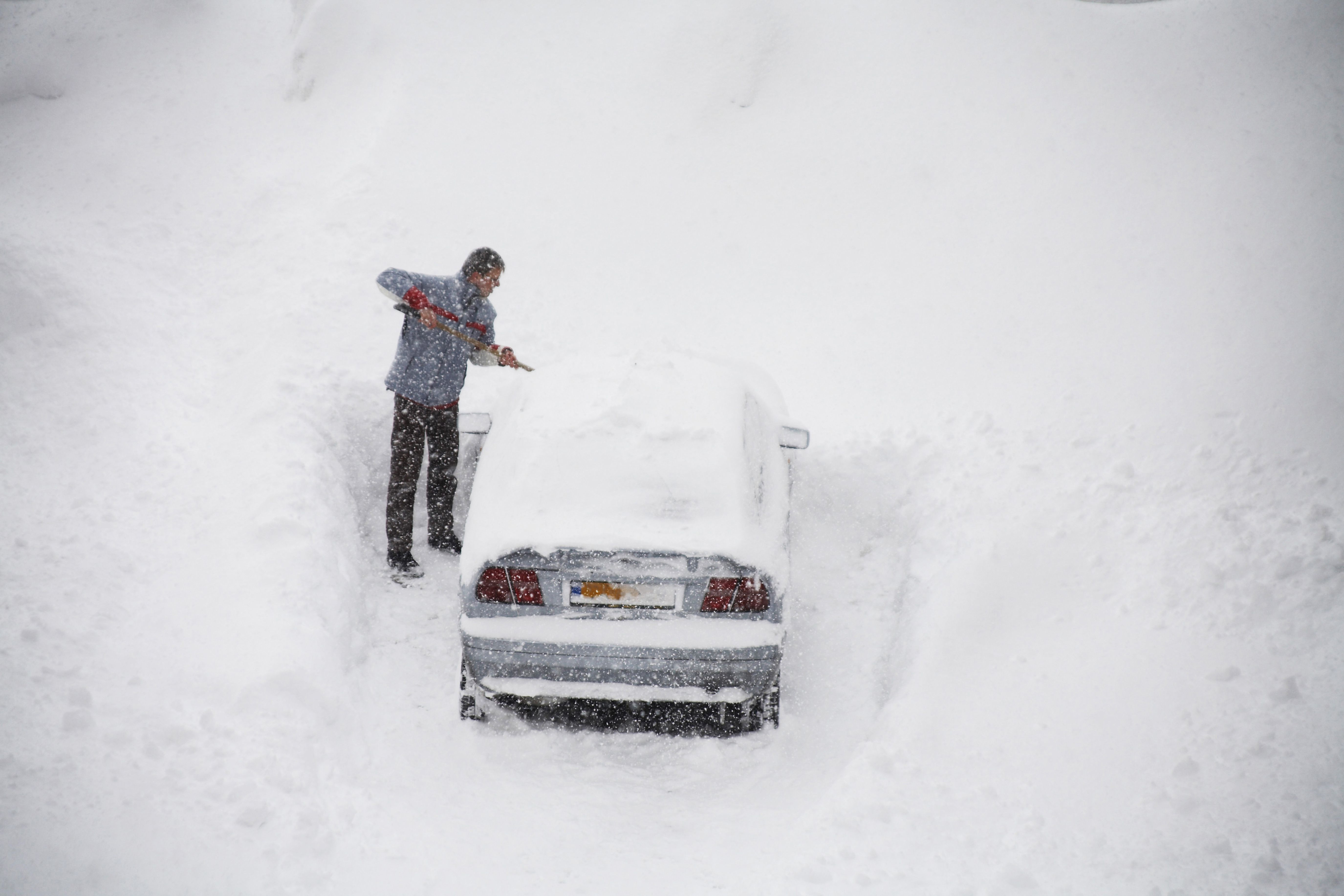 Farmers\' Almanac Winter 2019 Weather Forecast: Cold, Snowy Winter