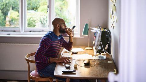 Man werkt vanuit huis
