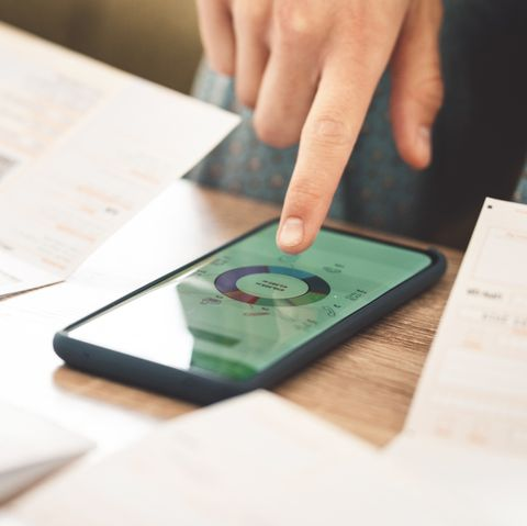 managing money with the help of financial apps