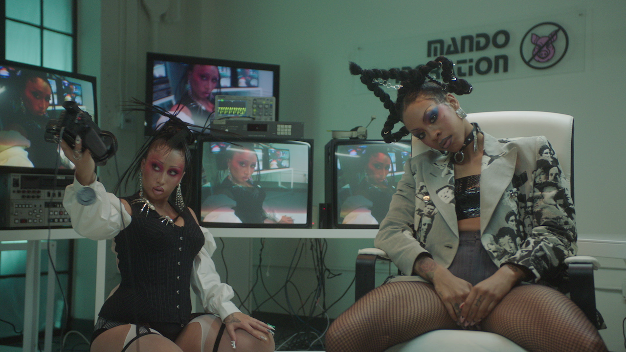 """Kali Uchis and Rico Nasty Release a Grunge-Glam Music Video for Their New Collab, """"Aquí Yo Mando"""""""