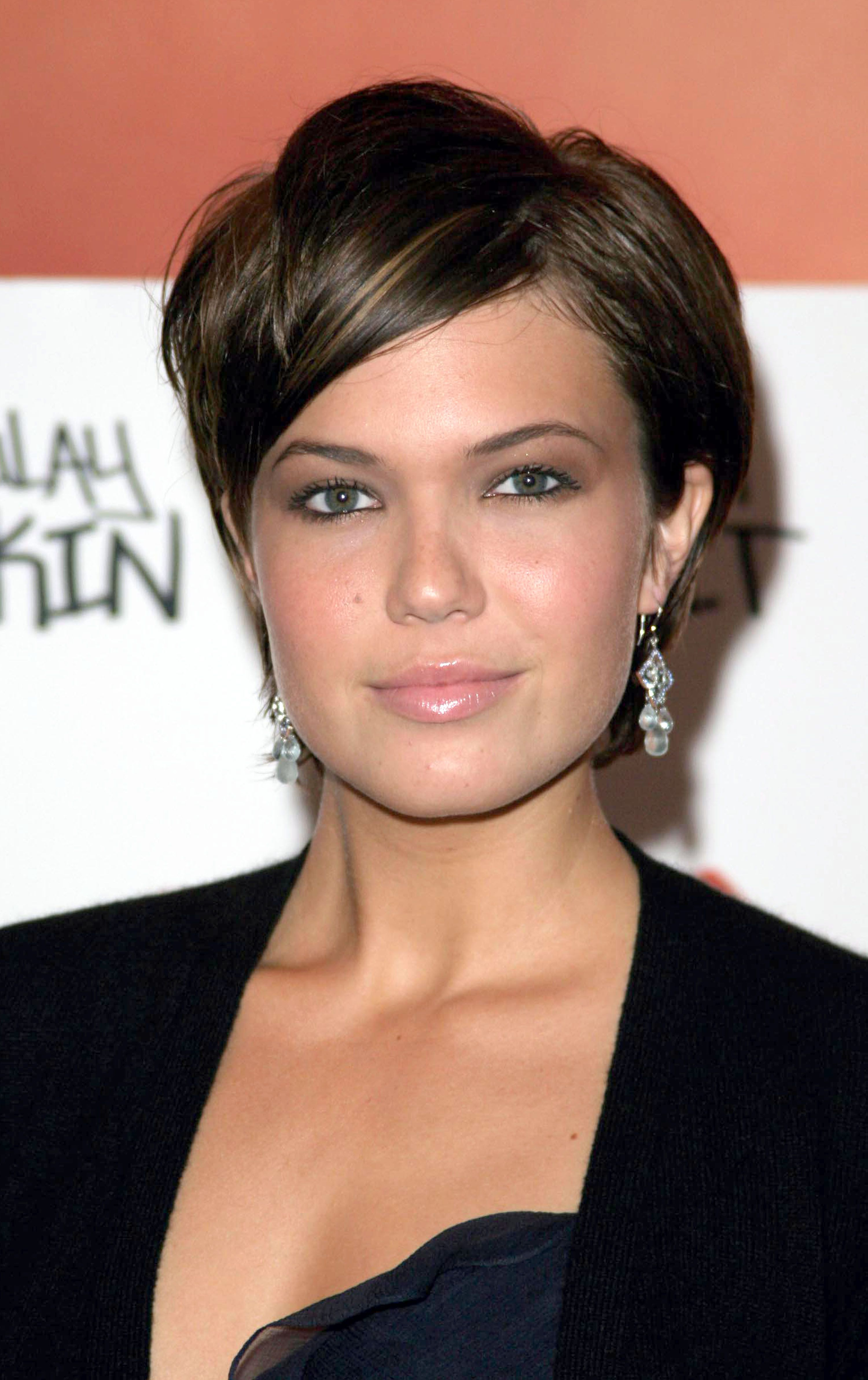 25 Best Hairstyles For Round Faces in 2020 , Easy Haircut
