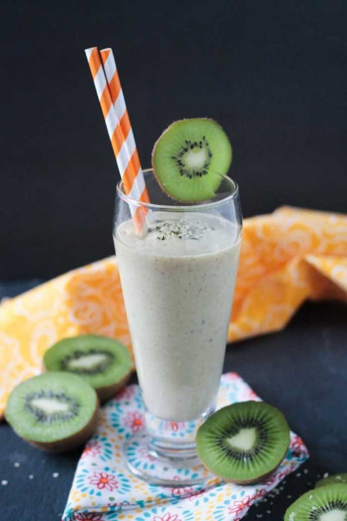 Mango Kiwi Smoothie With Hemp Hearts This smoothie is so simple to make, yet it's packed with zesty tropical flavors and over an entire day's worth of vitamin C. Get the recipe Per serving: 197 calories, 3 g fat (5 g saturated), 40 g carbs, 26 g sugar, 76 mg sodium, 5 g fiber, 6 g protein