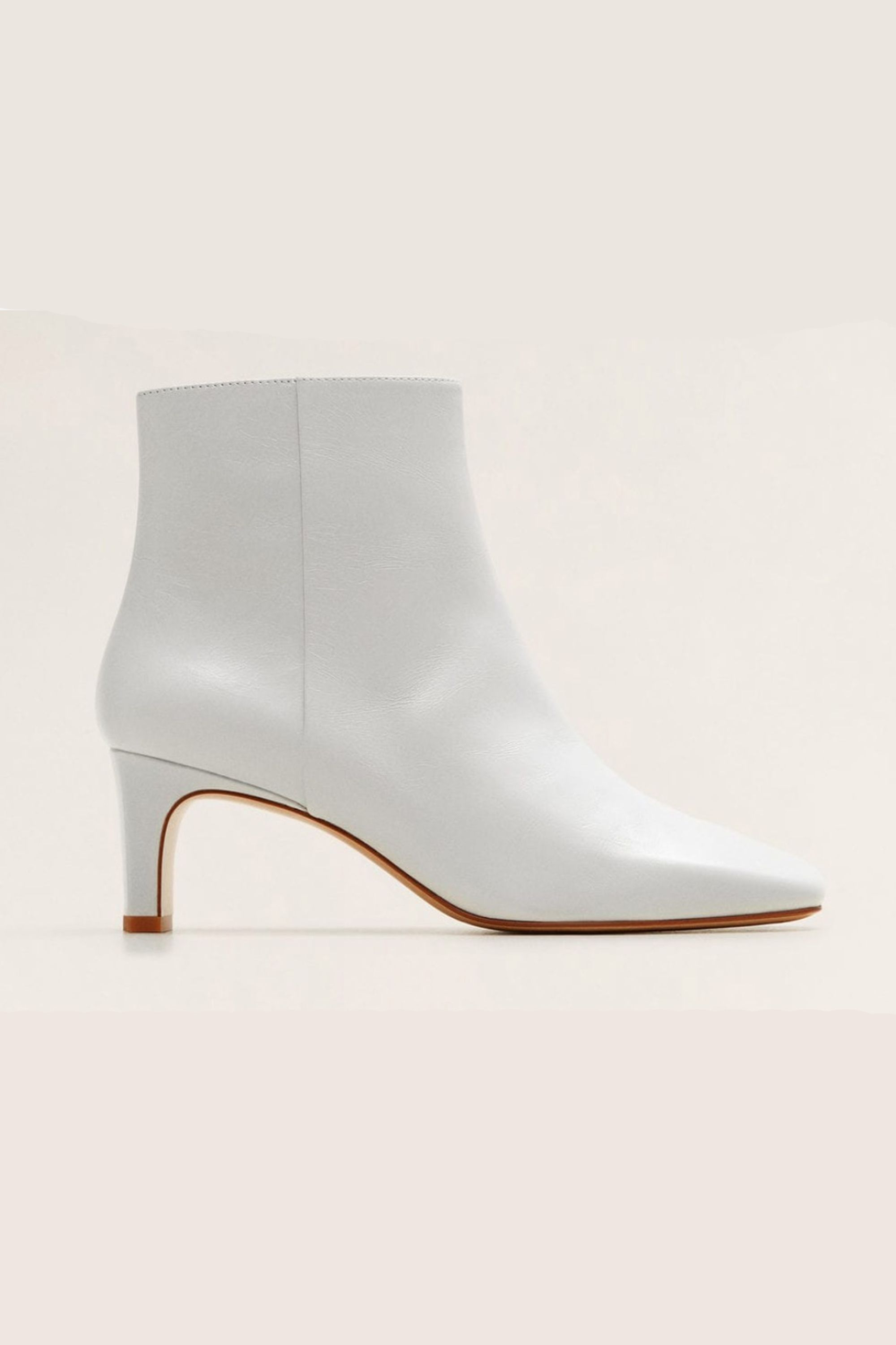 d4bc7085513b7 10 best white boots to buy for spring 2019 – How to wear white boots
