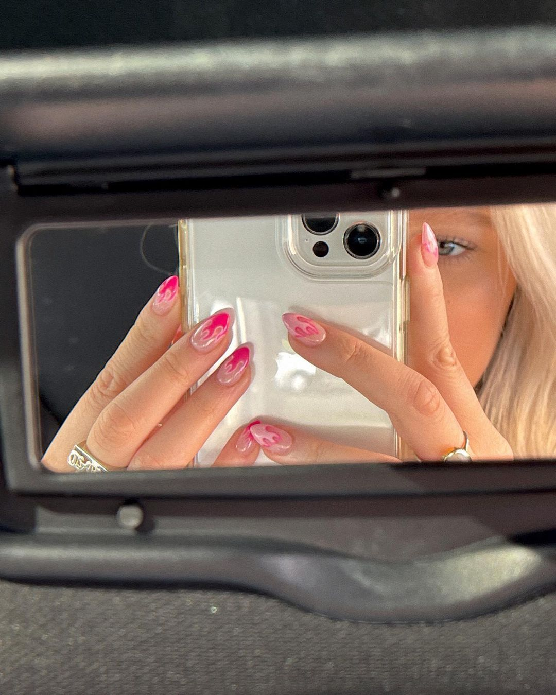 'Fire nails', la manicura atrevida que Instagram quiere que lleves este verano