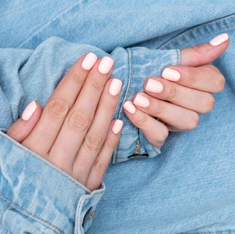 戒掉4個會傷指甲的壞習慣!甲床保養好會讓手指看起來更修長 並增加指間保護力