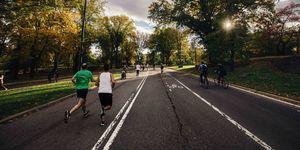 mannen-ochtend-stadspark-hardlopen