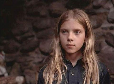 成為「黑寡婦」之前!史嘉蕾喬韓森從天才童星到性感象徵的經典造型回顧