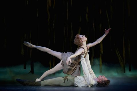 'Manon', Sarah Lamb as Manon and Vadim Muntagirov as Des Grieux, ROH. Photo: Alice Pennefather