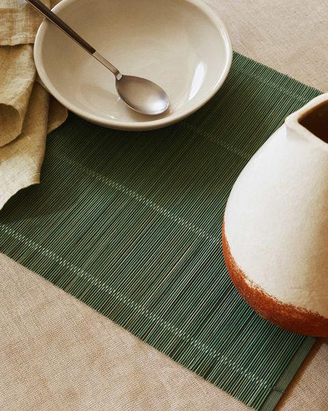 mantel individual de bambú de color verde