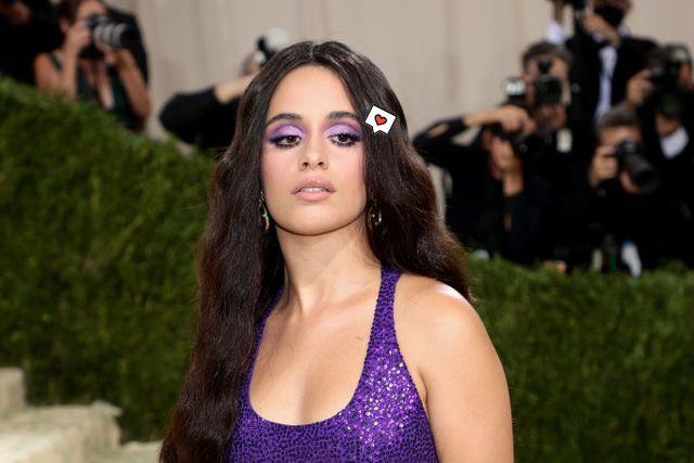 el maquillaje de ojos con sombra violeta de camila cabello para la gala met