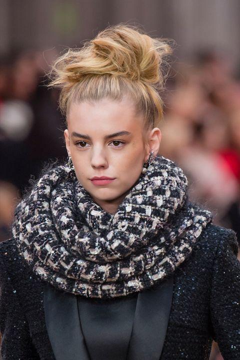 Hair, Fashion, Face, Lip, Hairstyle, Blond, Eyebrow, Beauty, Street fashion, Cheek,