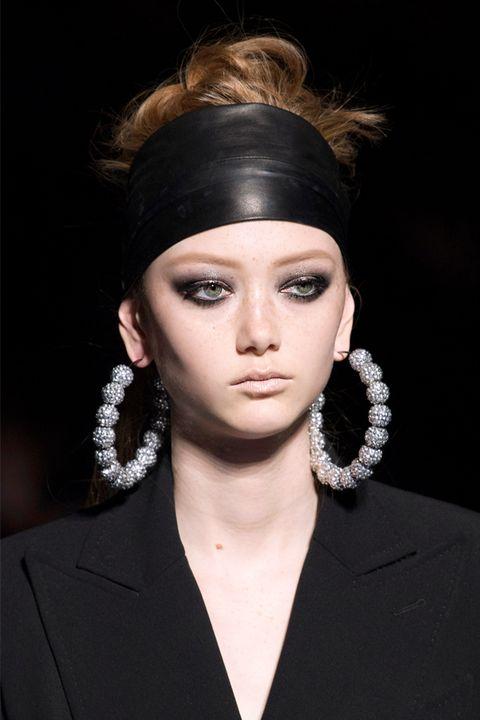 Hair, Face, Hairstyle, Eyebrow, Fashion, Beauty, Chin, Fashion model, Lip, Eye,