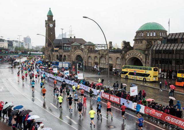 imagen de varios corredores en el maratón de hamburgo