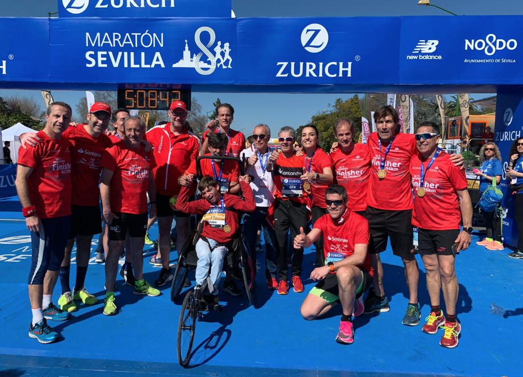 Fermín Cacho, Rafa Pascual, Eli Pinedo y Julio Salinas completan su primer maratón en Sevilla
