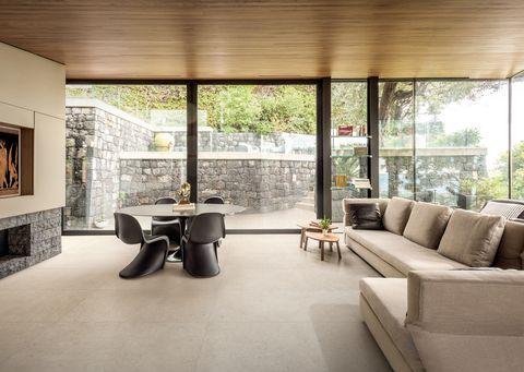 salón con superficies de cerámica de marazzi