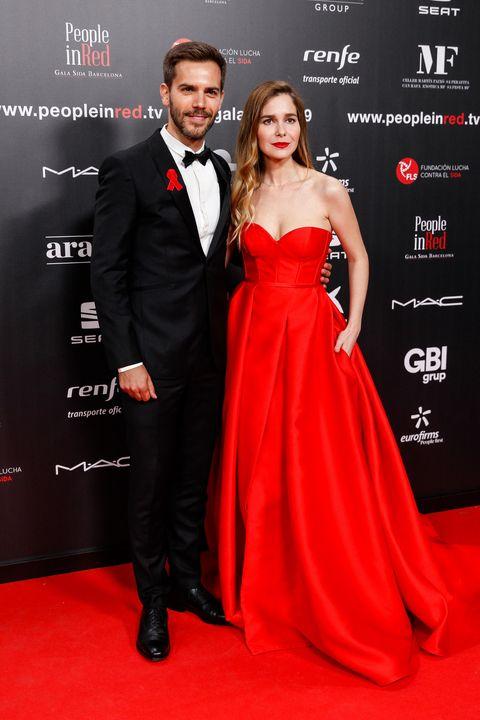 Dress, Clothing, Red, Carpet, Formal wear, Strapless dress, Premiere, Shoulder, Suit, Fashion,