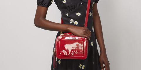 Marc Jacobs最具代表性的THE Box系列包款也升級推出最適合情人節的紅色以及超有少女心的糖果芭比粉。