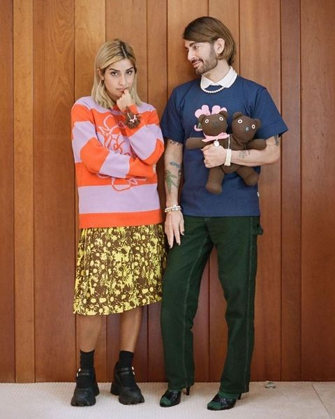 marc jacobs與ava nirui親自穿上天堂系列雙頭熊單品擔任模特兒。